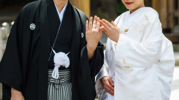 Japanese,Couple,With,Traditional,Bride,Kimono,And,Groom,Yukata,Uniform