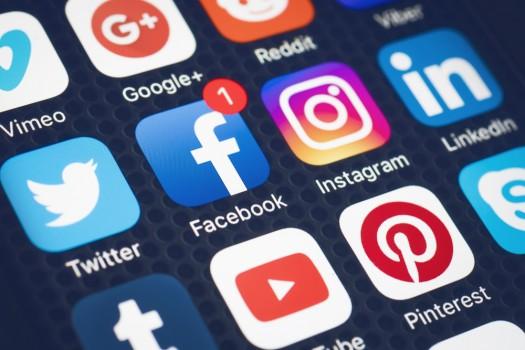Hilversum,,Netherlands,-,Februari,06,,2017:,Social,Media,Are,Trending