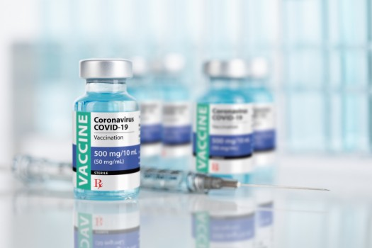 Coronavirus,Covid-19,Vaccine,Vials,And,Syringe,On,Reflective,Surface.