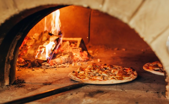Italian,Pizza,Is,Cooked,In,A,Wood-fired,Oven.