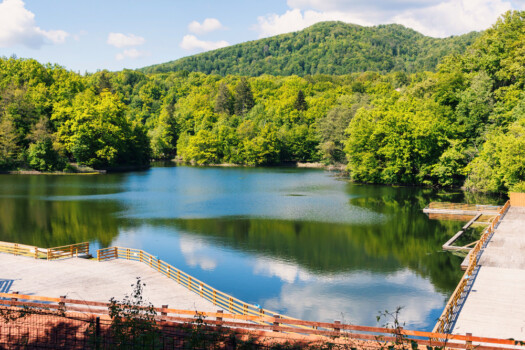 Wooden,Relaxing,Area,On,The,Sovata,Lake,In,Romania,,Rest